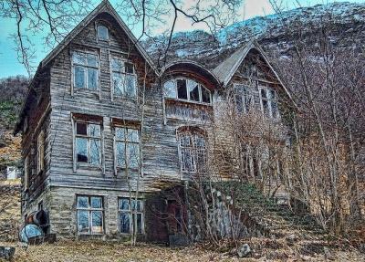 Nifst gammelt hus -|- Eerie old house by 彡erlingsi on Flickr